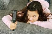 Dospívající dívka s kartáč — Stock fotografie