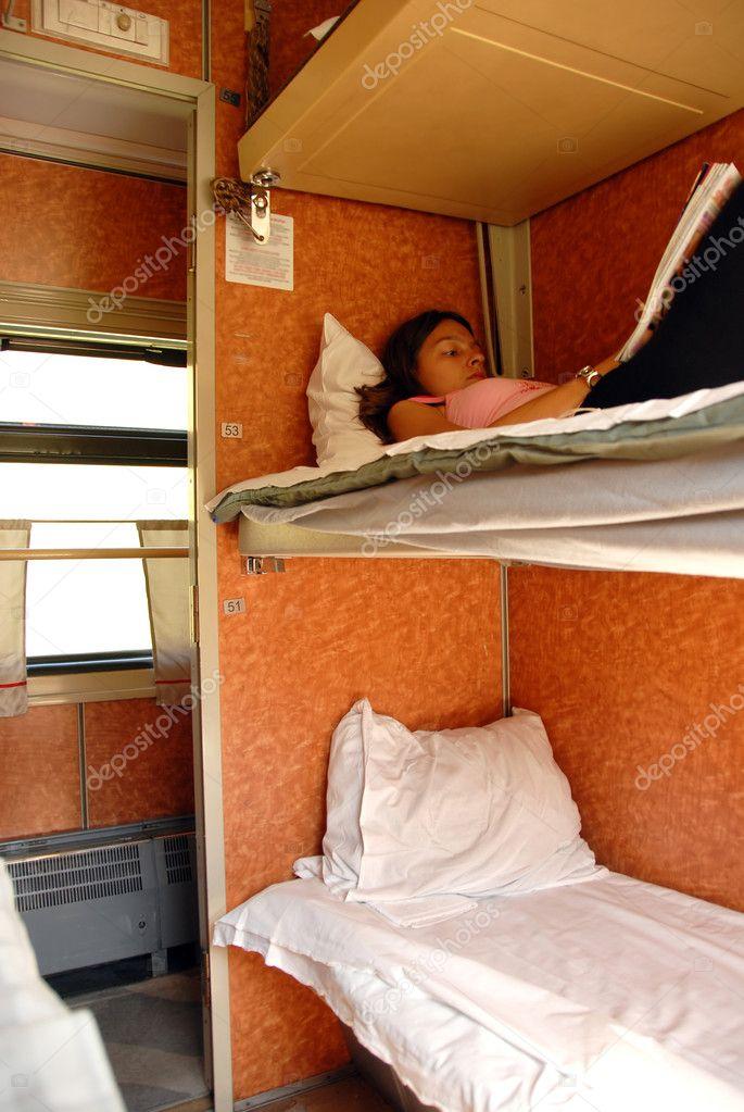 Фото в поезде спящих баб 21 фотография