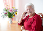 Old woman with cell phone — Stock Photo