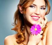 счастливая девушка — Стоковое фото