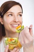 Meyve yemek — Stok fotoğraf