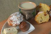 Fruitcakes, sweets, a mug with milk — Stock Photo