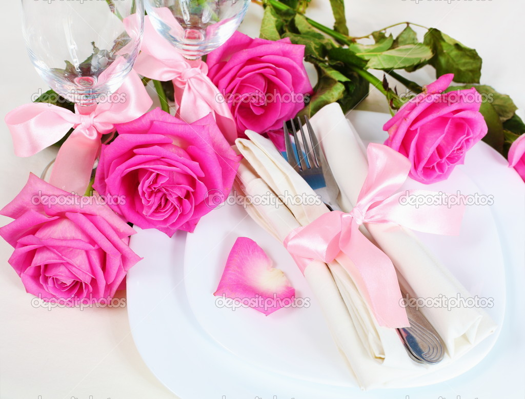 Arrangement for Romantic Dinner with Pink Roses  Foto de Stock   #9903349