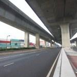Under the bridge. Urban scene — Stock Photo