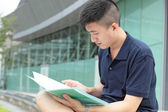 Casual asian businessman texting on his book. — Foto Stock