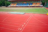 Stadion hlavní stojan a běžecká dráha — Stock fotografie