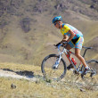 Mountian biker on desert mountain race — Stock Photo