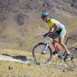 Mountian biker on desert mountain race — Stock Photo