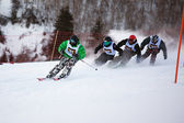 Zima narciarzy i bordercross konkurencji — Zdjęcie stockowe