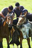 Kokpar - nómada tradicional concursos de caballos — Foto de Stock