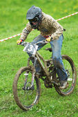 Extreme mountain bike downhill contest — Stock Photo