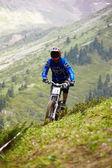 Mountain biker on downhill rce — Stock Photo