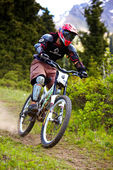 Mountain biker on downhill rce — Stock Photo