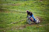 Mountain bike en descenso rce — Foto de Stock