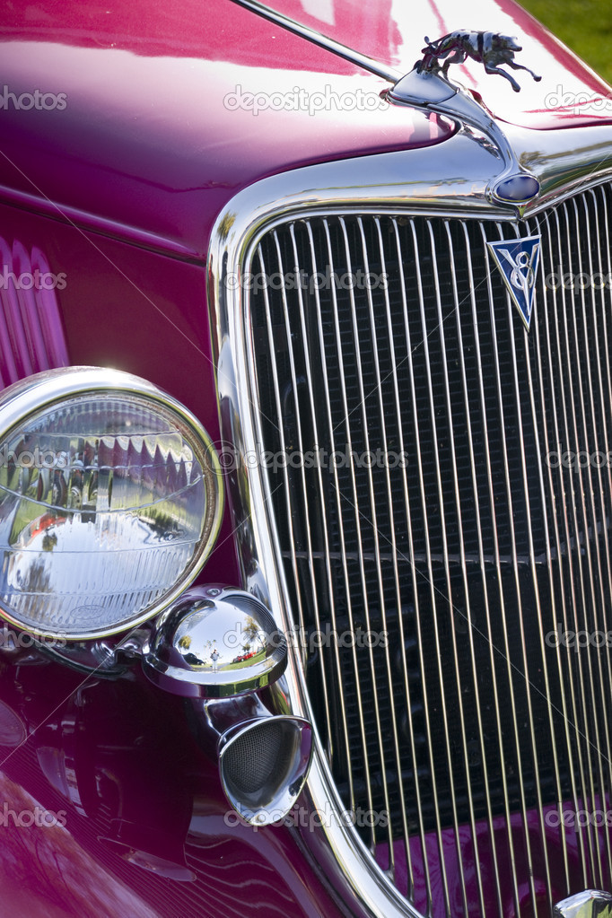 Classic lines of a cintage automobile grille — Stock Photo #9853212