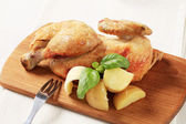 Roasted chicken and new potatoes — Stock Photo