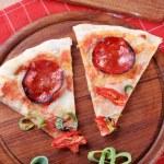 Pepperoni pizza — Stock Photo #8050042