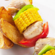 Shish kebab and potato wedges - Foto Stock