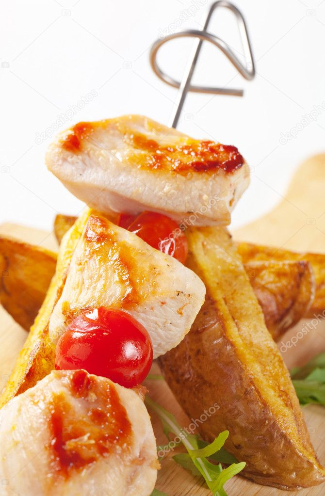 Chicken skewer and potato wedges - detail — Stock Photo #8260550