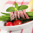 Strips of roast beef and string beans — Stock Photo