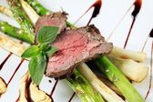 Roast beef and asparagus — Stock Photo