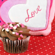 Delicious chocolate cupcake decorated for Valentines Day — Stock Photo