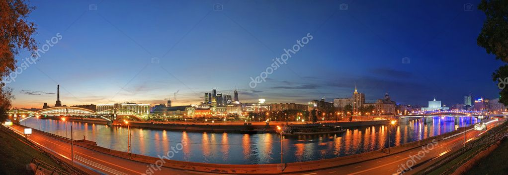 Moscow, Russia. Night. Panoramic view from the embankment of the Moskva River — Stock Photo #10184506