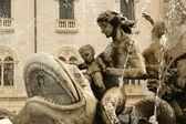 Artemide fountain. Syracuse, Sicily, Italy — Stock Photo