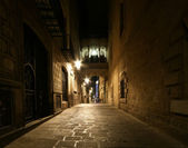 Gothic quarter at night. Empty alleyways in Barcelona — Stock Photo