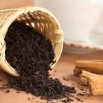 Tea Infuser with Black Tea — Stock Photo