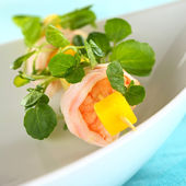 Shrimp with Watercress and Mango — Stock Photo