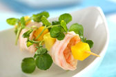 Shrimp with Watercress, Mango and Avocado — Stock Photo