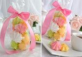 "Mini cakes ""meringue"" of different colors — Stock Photo"