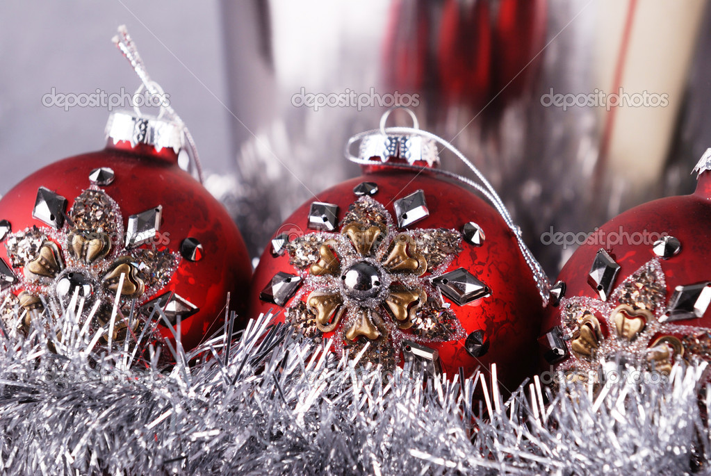 Christmas balls and garland close up — Lizenzfreies Foto #10633301