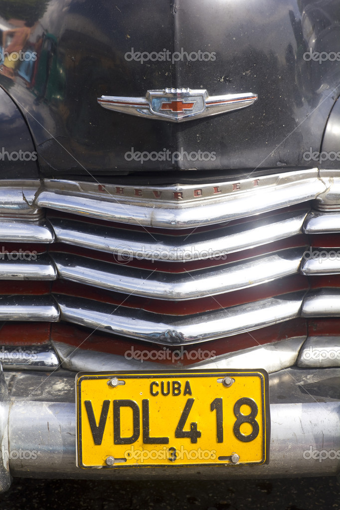 Close up, frontal view of a Classical American car with 'Cuba Havana' number plate. — Stock Photo #8335448