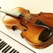 Violin and piano keys — Stock Photo #10232437