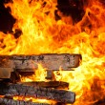 Burning logs — Stock Photo