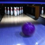 Bowling ball and pins — Stock Photo