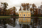 Residence in the park near the pond — Stock Photo