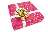 Dárek: Růžový box s zlatým lukem — Stock fotografie