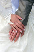 Hands of the groom and the bride with wedding rings — Foto Stock