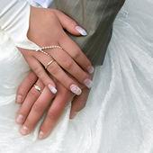 結婚されていたカップルの手 — ストック写真