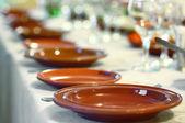 Assiettes sur la table — Photo