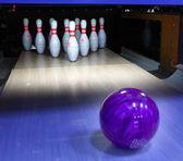 Palla da bowling e perni — Foto Stock