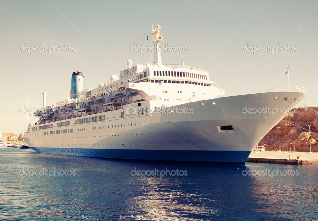 Cruise Ship — Stock Photo #10231060