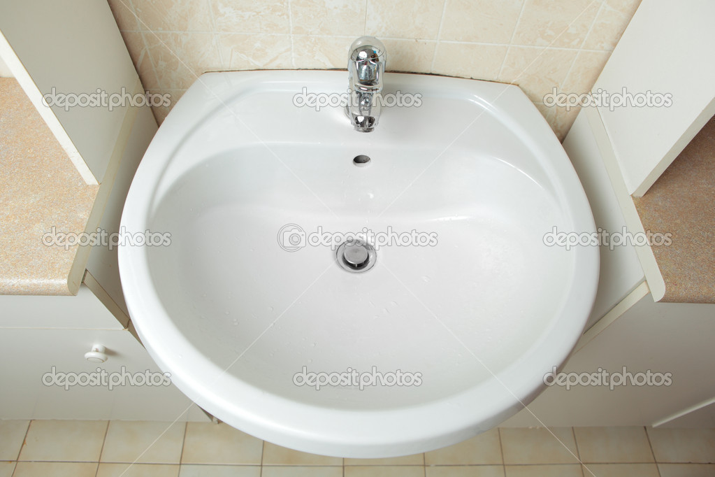 Washbowl in the bathroom — Stock Photo #10233062
