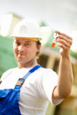 Builder manager holding the keys — Stock Photo