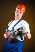 Pracovník drží stroj vrtačka, zaměření na vrtačku — Stock fotografie