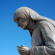 Statue of mother teresa in struga , macedonia — Stock Photo