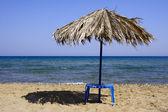Parasol op het strand — Stockfoto